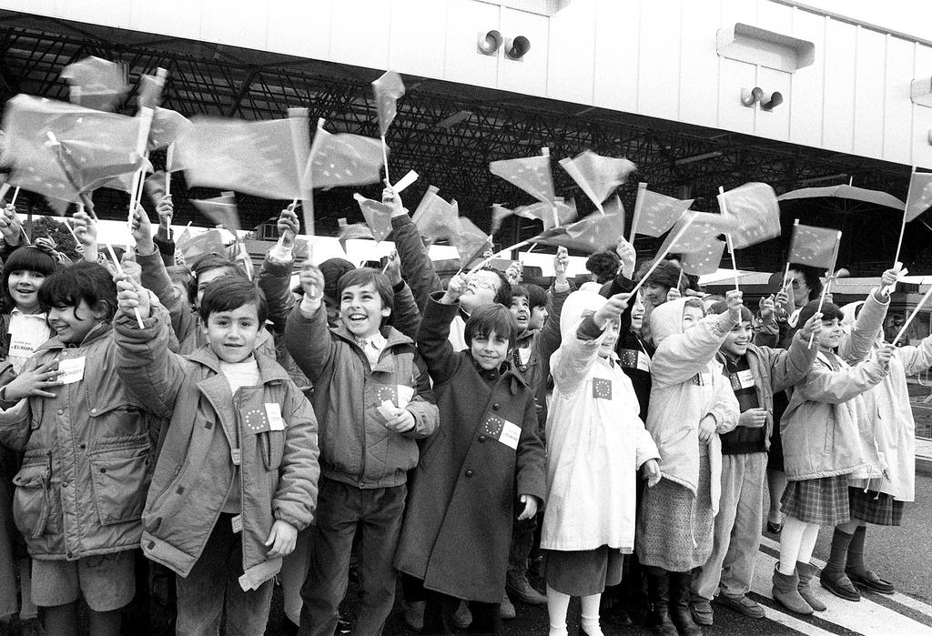 Children waving European flags to celebrate the removal of the border between Spain and Portugal (4 March 1988)