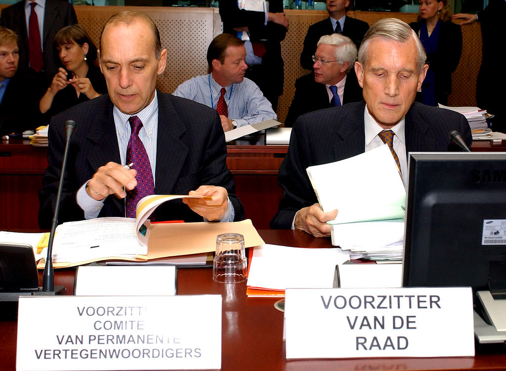 Seats of the Council Presidency at the conference table (Brussels, 12 July 2004)