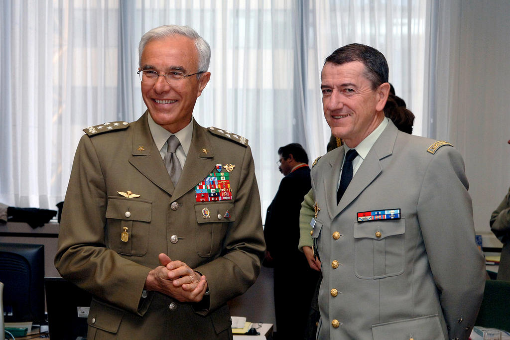 General Rolando Mosca Moschini and General Jean-Paul Perruche (Brussels, 23 May 2005)