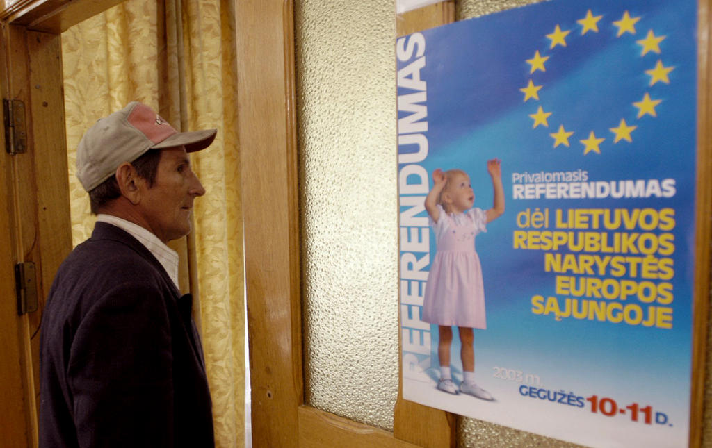 Poster for the referendum in Lithuania on the country's accession to the European Union (10 May 2003)