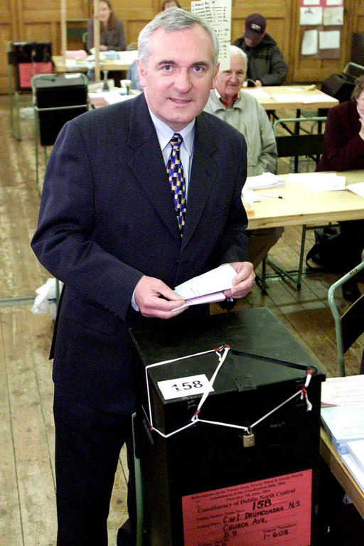 Bertie Ahern at the Irish referendum on the Treaty of Nice (Drumcondra, 7 June 2001)