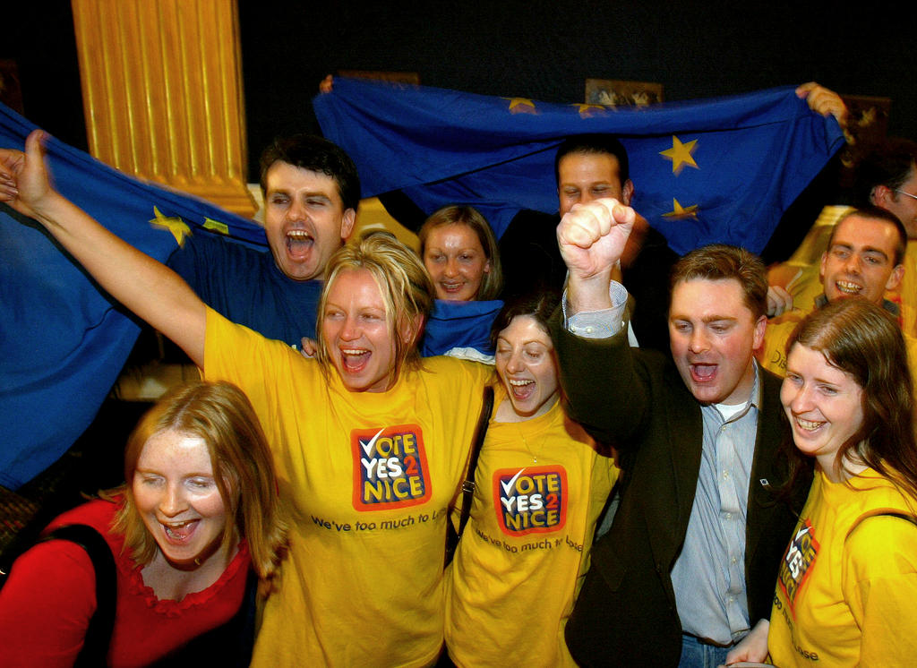 Victory of the 'Yes' vote in the Irish referendum on the Treaty of Nice (Dublin, 20 October 2002)