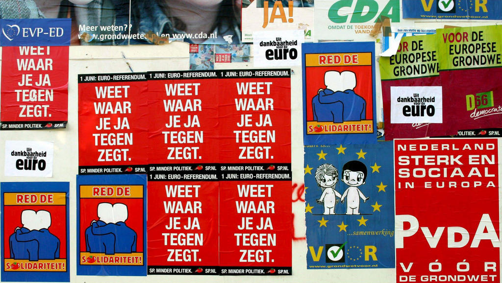 Posters during the Dutch referendum on the Treaty establishing a Constitution for Europe (The Hague, 31 May 2005)