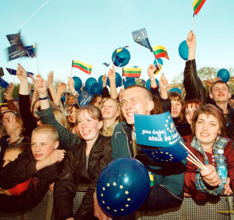 Celebrations in the run-up to the referendum on Lithuania's accession to the European Union (Vilnius, 8 May 2003)