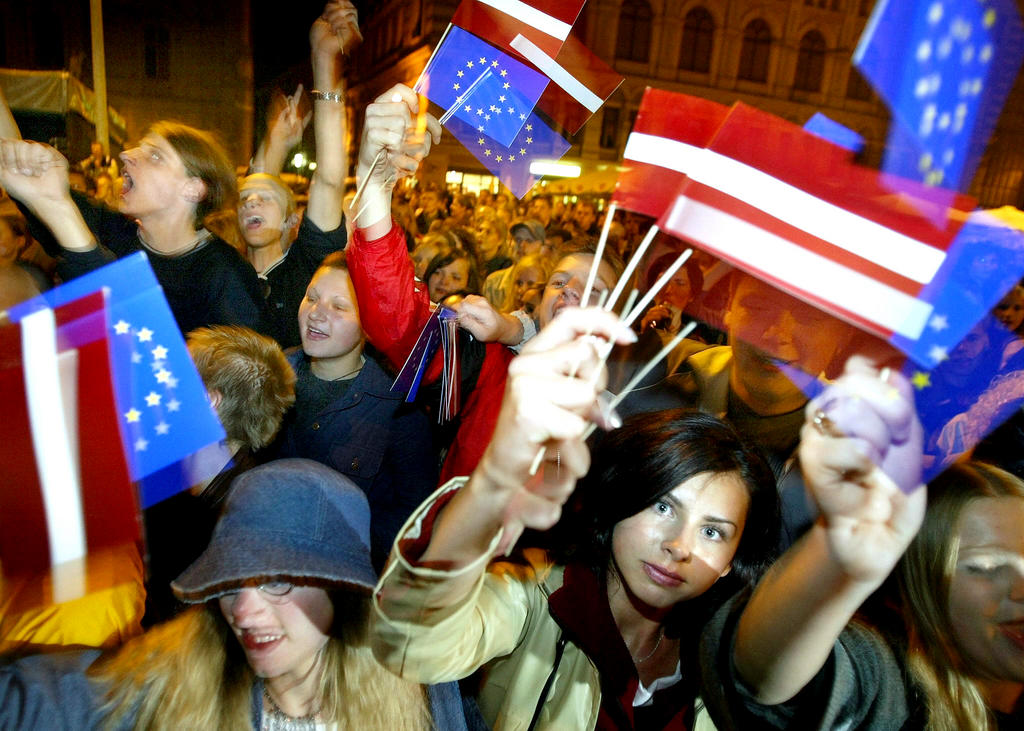 Celebrations following the results of the referendum on Latvia's accession to the European Union (Riga, 21 September 2003)
