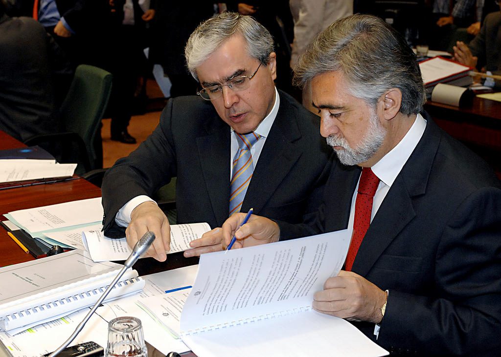 Álvaro Mendonça e Moura and Luís Amado at a GAERC meeting (Brussels, 23 July 2007)