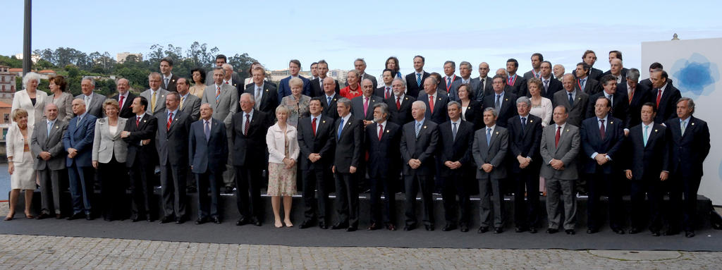 Group photo taken at the inaugural meeting of the Portuguese Presidency of the EU Council (Oporto, 2 July 2007)