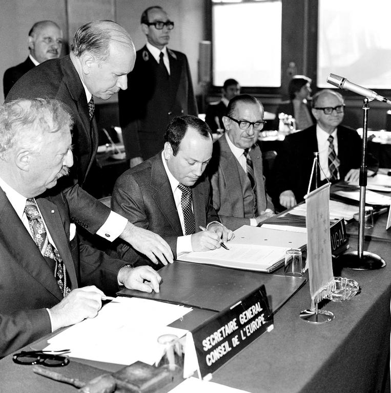 Signing of Portugal's instrument of accession to the Council of Europe (Strasbourg, 22 September 1976)