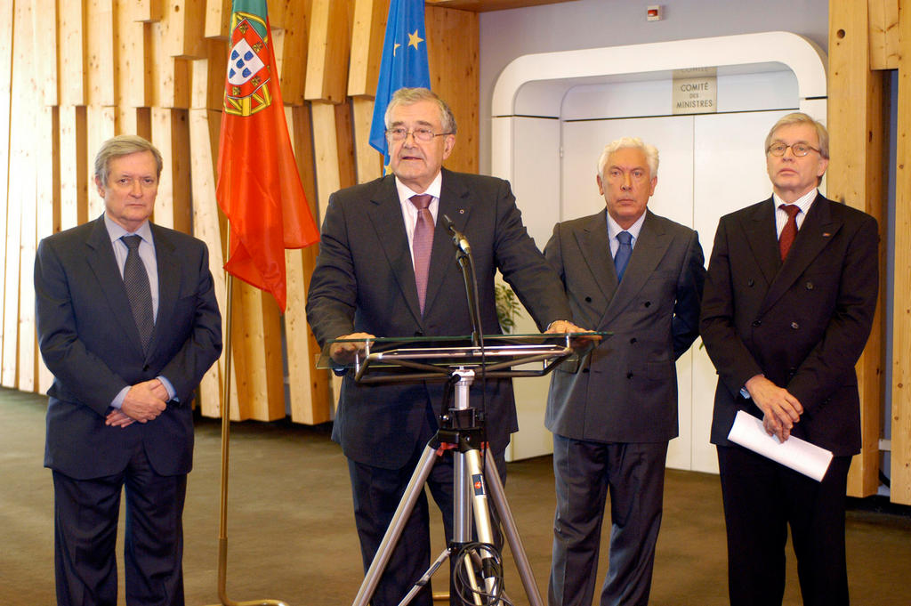 Inauguration of an exhibition during the Portuguese Presidency of the Committee of Ministers (Strasbourg, 6 October 2005)