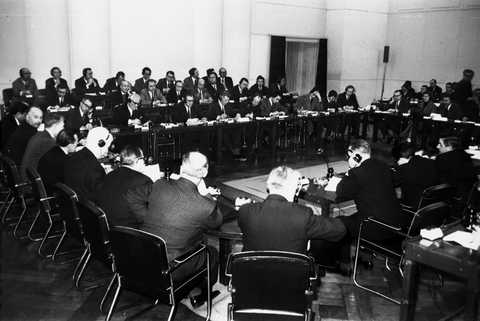Press conference held by Dino Del Bo on the recommendations adopted by the ECSC High Authority to protect the Community iron and steel market (Luxembourg, 16 January 1964)