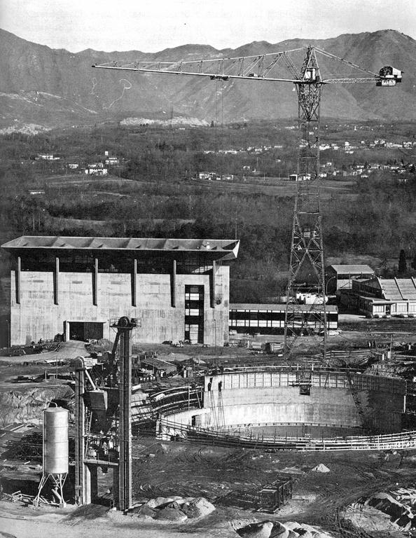Construction of the ESSOR reactor in Ispra