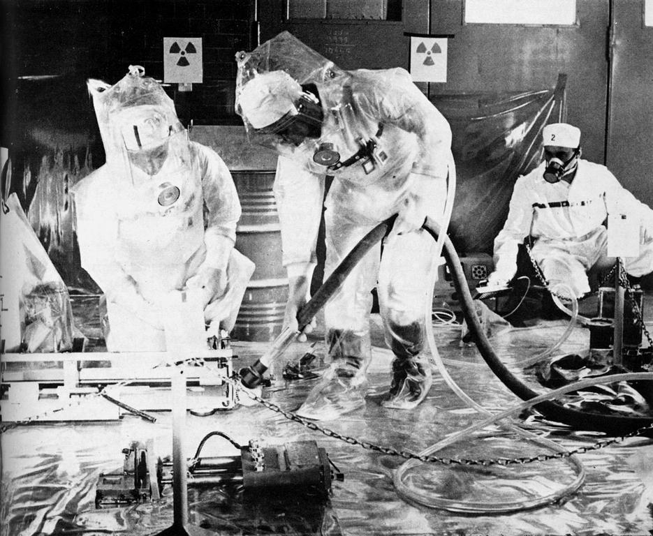 Decontamination of the Ispra I nuclear reactor