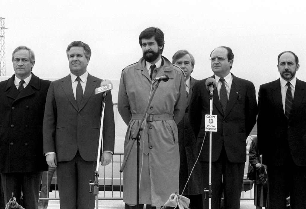 The European Commissioners António Cardoso e Cunha and Manuel Marín at the time of the harmonisation of the customs regimes of Spain and Portugal with those of the EEC (3 January 1986)