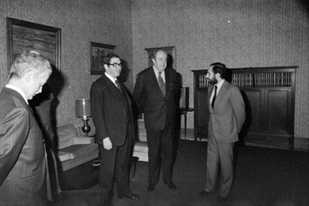 Sir Christopher Soames visits Lisbon (12 February 1975)