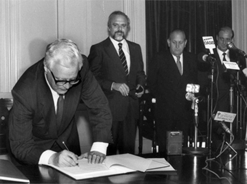 Signing of the INTERREG Community programme (18 June 1991)