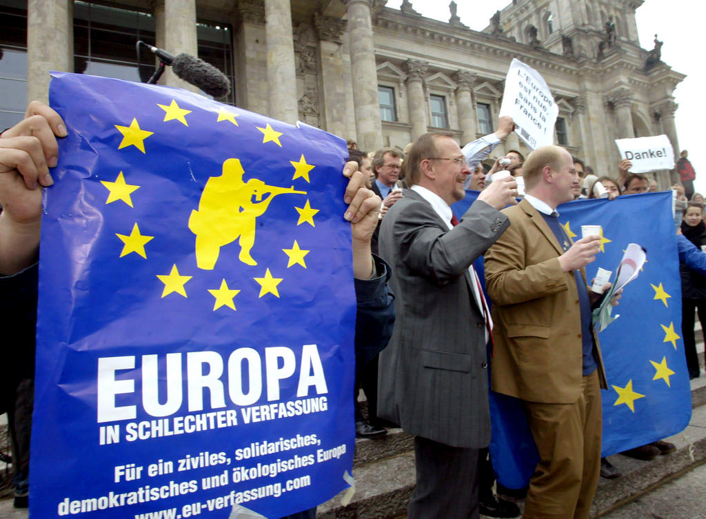 Demonstrators against the European Constitution (Berlin, 12 May 2005)