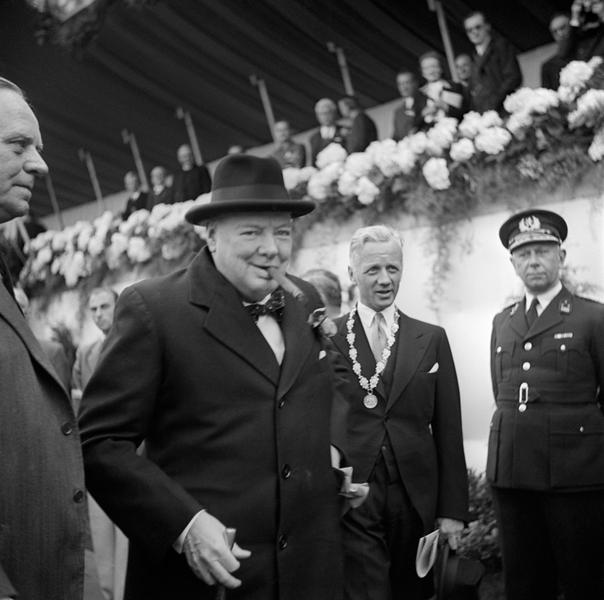 Winston Churchill at the Amsterdam European rally (9 May 1948)