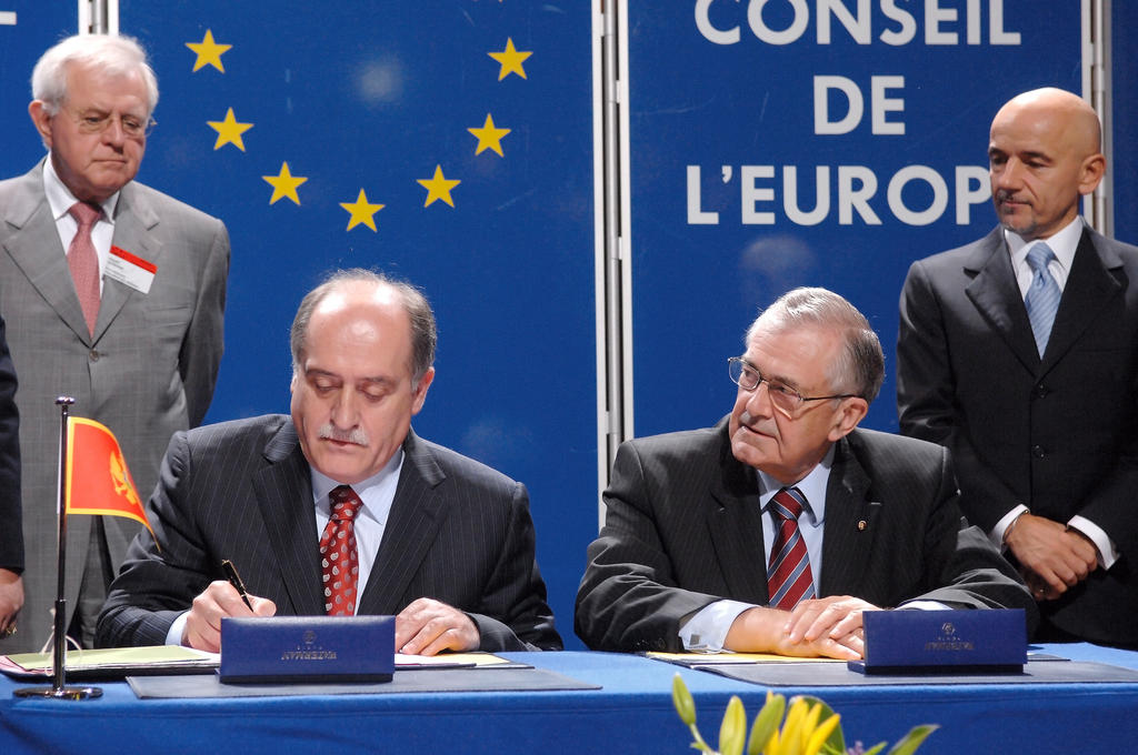 Milan Rocen signs Montenegro's instrument of accession to the Council of Europe (Strasbourg, 11 May 2007)