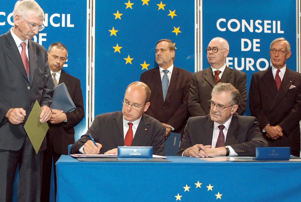 Albert of Monaco signs the instrument of accession to the Council of Europe (Strasbourg, 5 October 2004)