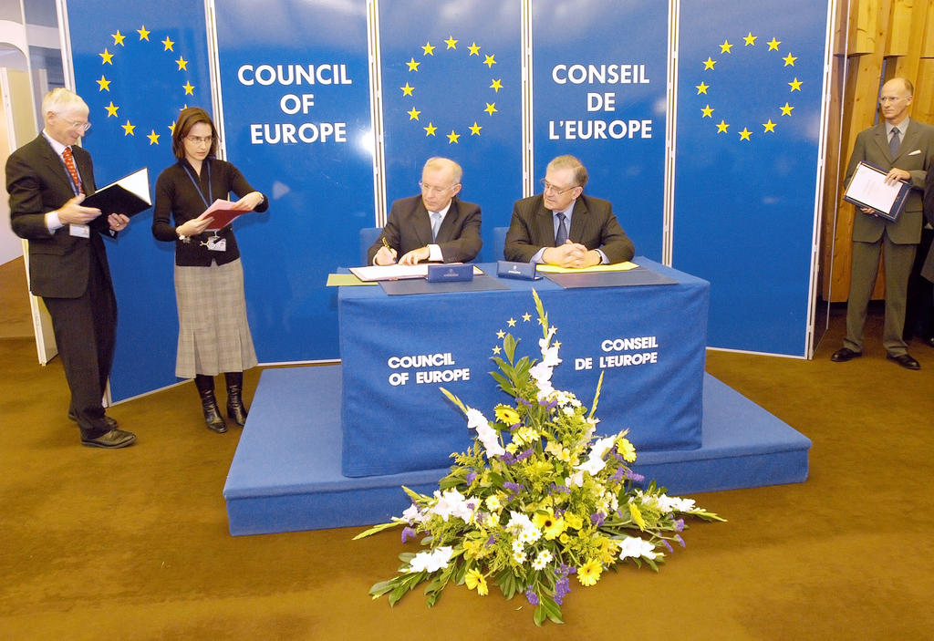Ceremony to mark the signing and ratification of Protocol No 14 to the European Convention on Human Rights (Strasbourg, 10 November 2004)