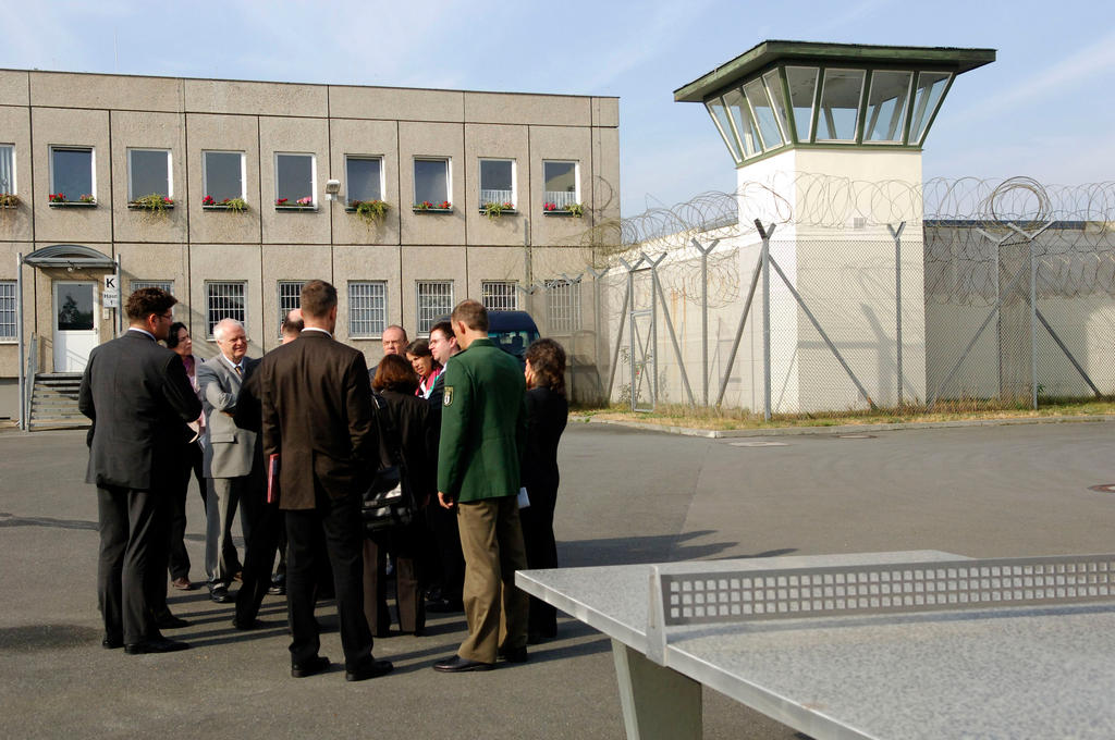 Thomas Hammarberg visits the Köpenick Detention Centre (Berlin, 11 October 2006)