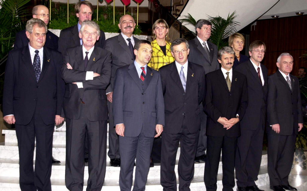 Group photo taken at the Summit meeting between Benelux and the Visegrad Group (Luxembourg, 5 December 2001)