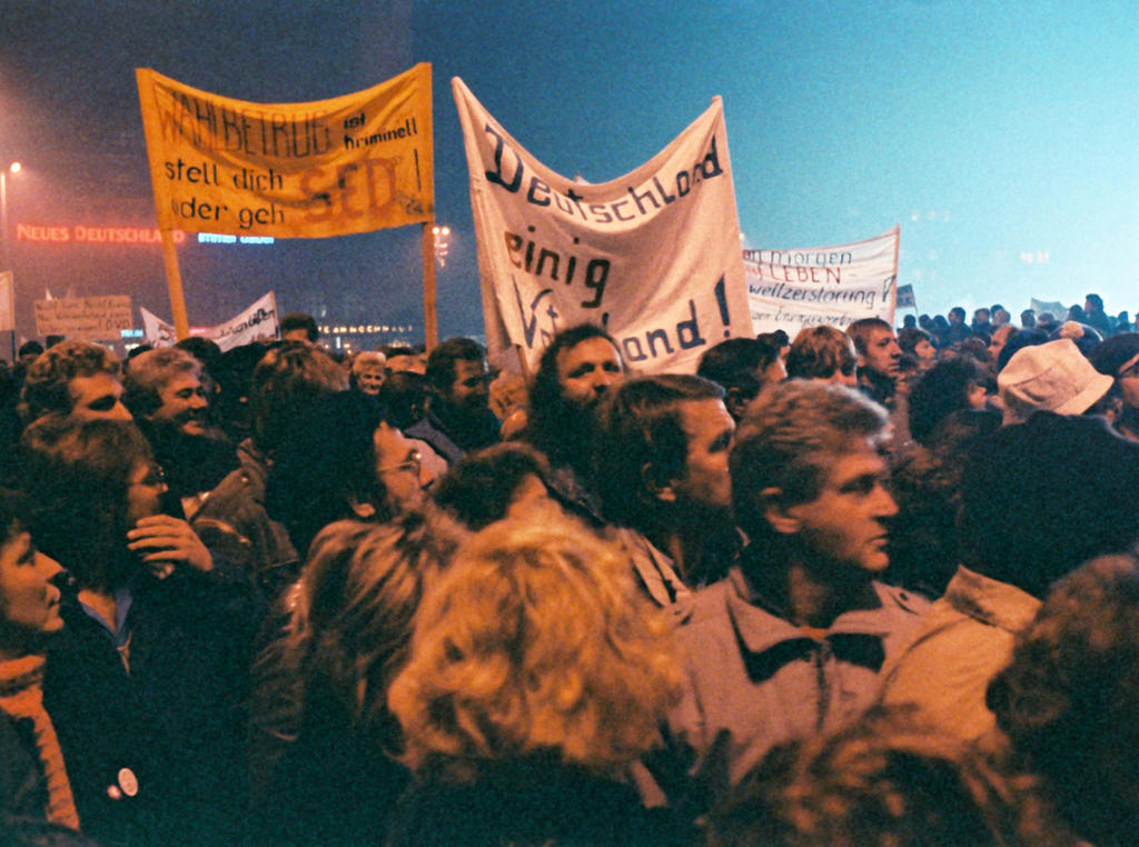 'Monday demonstrations' against the policy of the East German Government (Leipzig, 13 November 1989)