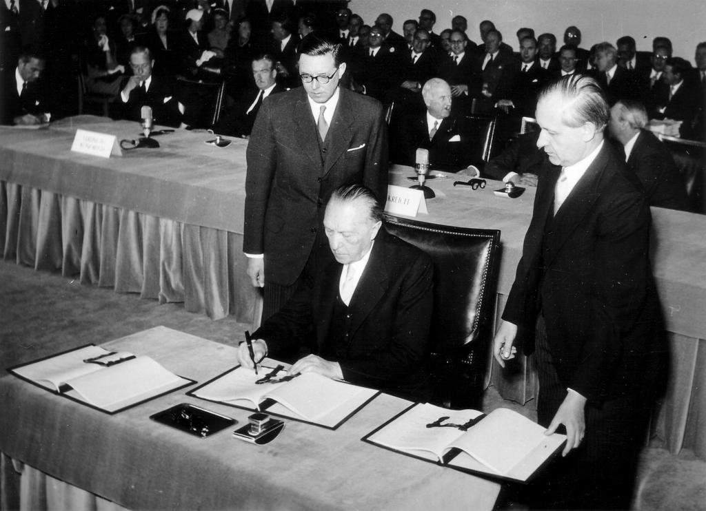 Konrad Adenauer signs the Bonn Agreements (26 May 1952)