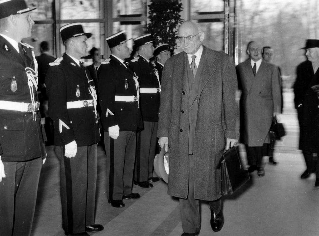 Arrival of Robert Schuman at the first meeting of the European Parliamentary Assembly (19 March 1958)