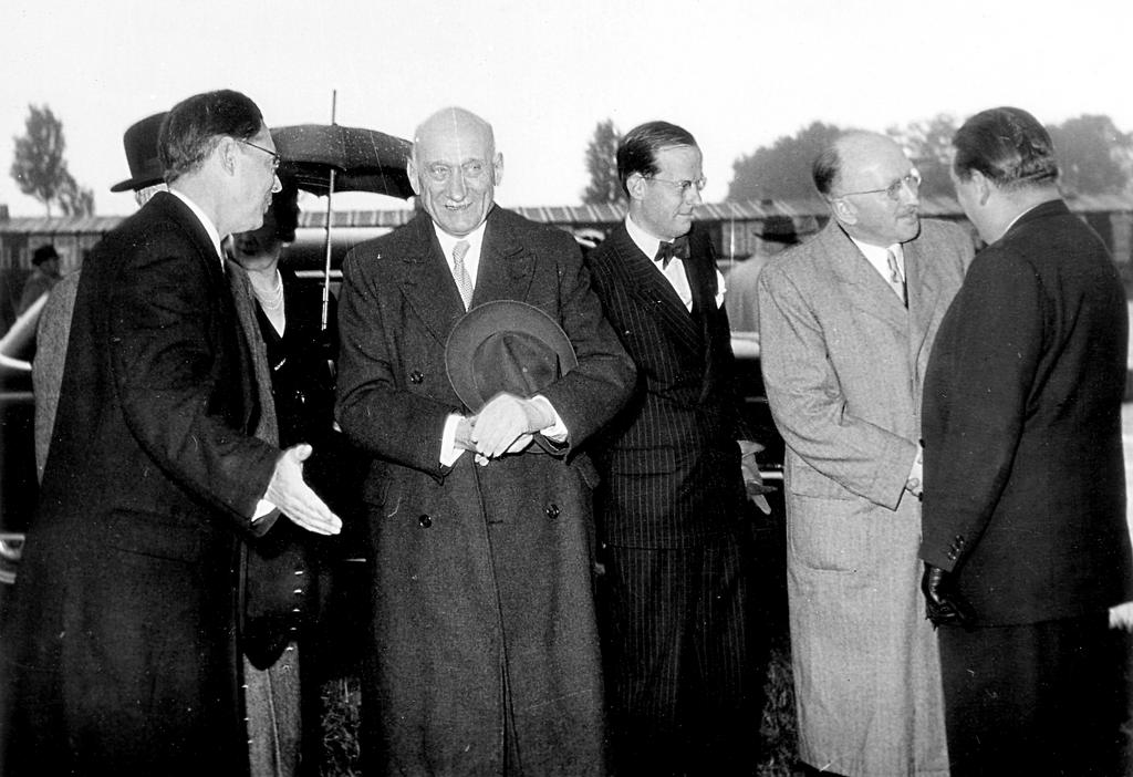 Arrival of Robert Schuman in Bonn for the signing of the Bonn Agreements (26 May 1952)