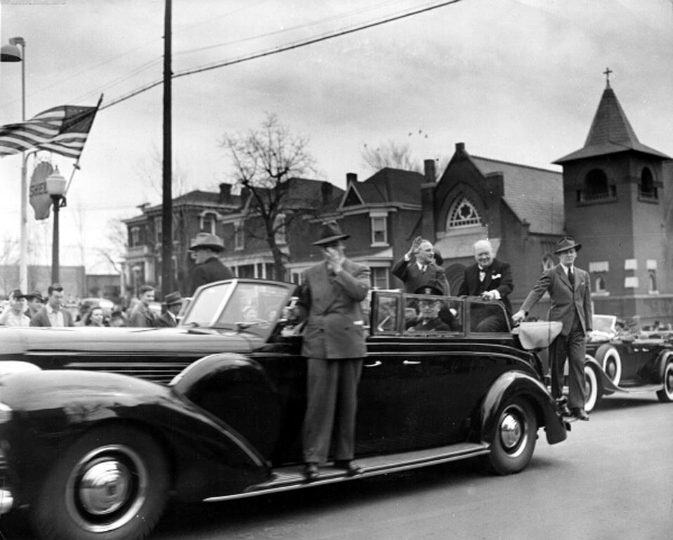 Harry Truman and Winston Churchill on the way to Fulton (5 March 1946)