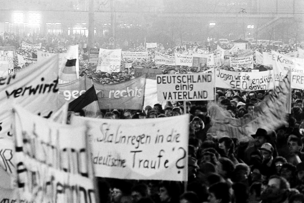 'Monday demonstrations' against the policy of the East German Government (Leipzig, 6 November 1989)