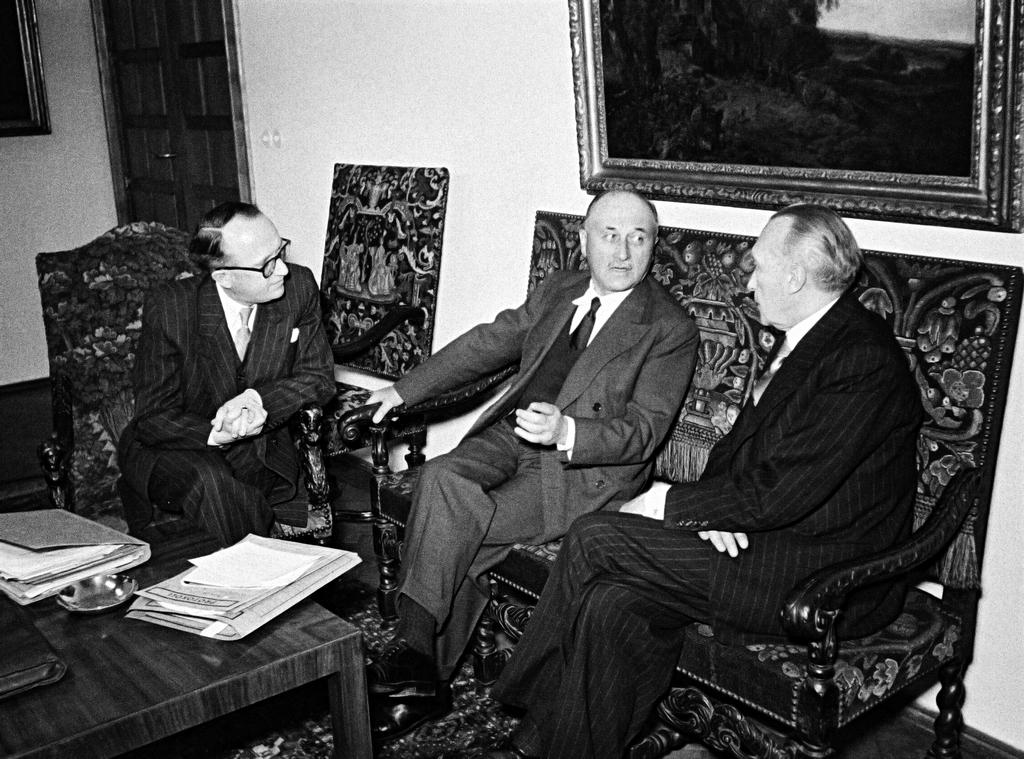 Discussions between Jean Monnet, Konrad Adenauer and Walter Hallstein about the Treaty establishing the ECSC (Bonn, 5 April 1951)