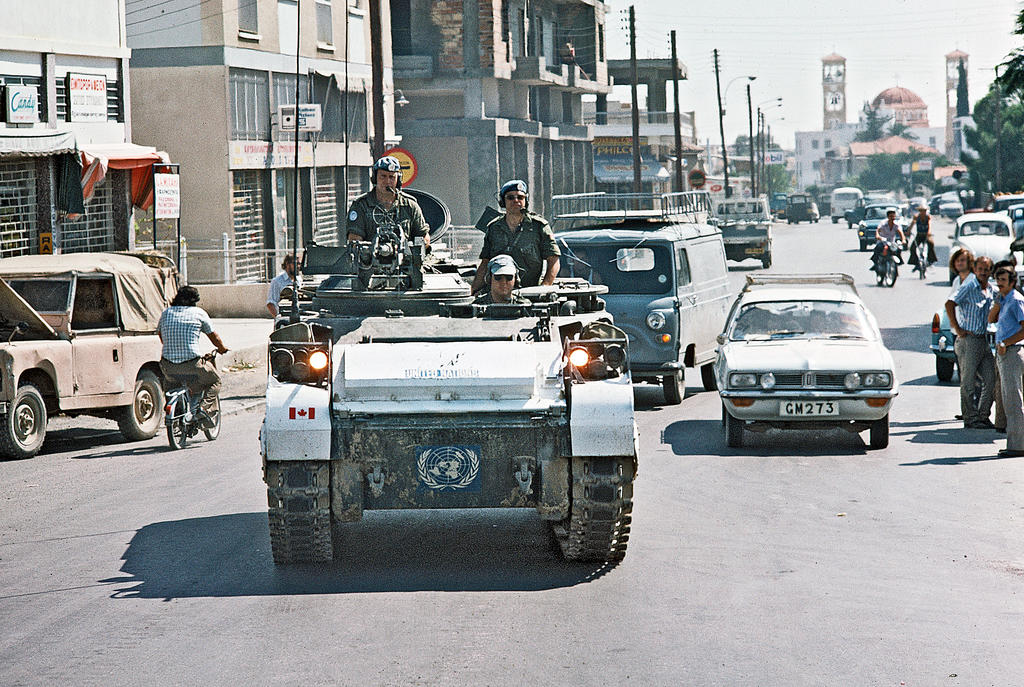 A UNFICYP patrol around the demarcation line in Nicosia (6 September 1974)