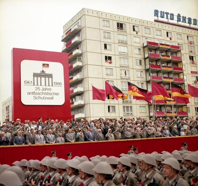 Parade to mark the 25th anniversary of the construction of the Berlin Wall (Berlin, 13 August 1986)