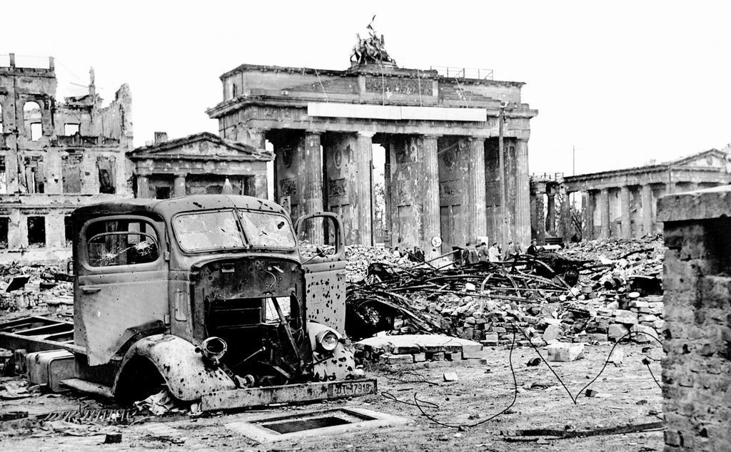 Destruction In Berlin The Brandenburg Gate 1945 Cvce