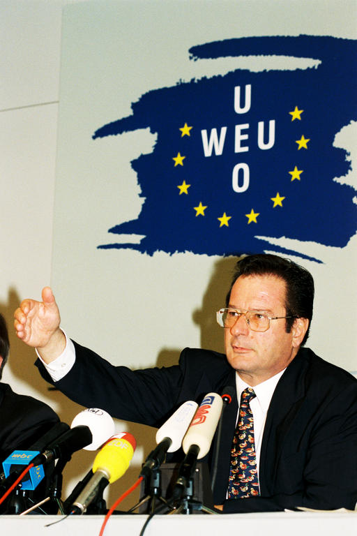 Press conference held by Klaus Kinkel at the WEU Council of Ministers (Erfurt, 18 November 1997)