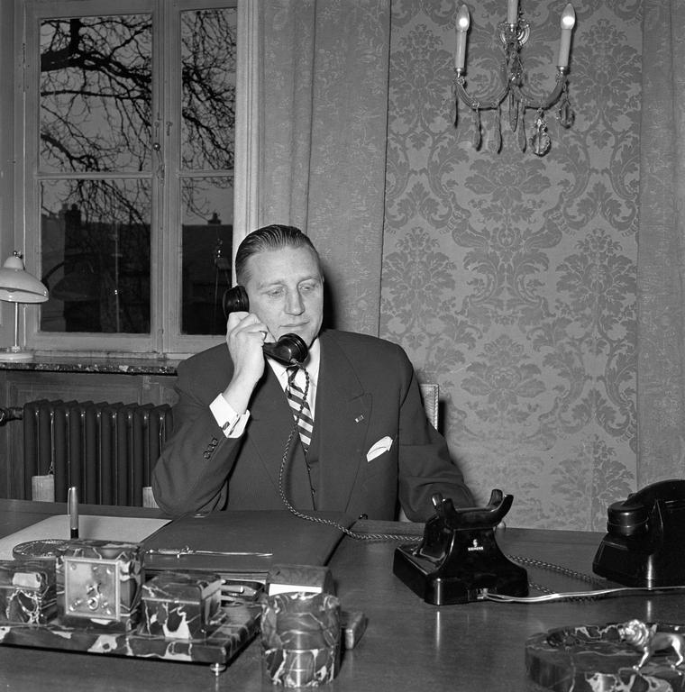 Pierre Werner inaugurating the first telephone communication with Brussels (11 November 1956)