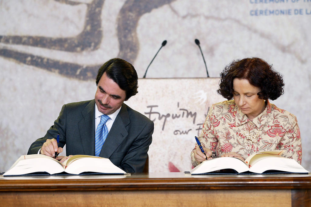 Signing by Spain of the Treaty of Accession of the ten new Member States to the European Union