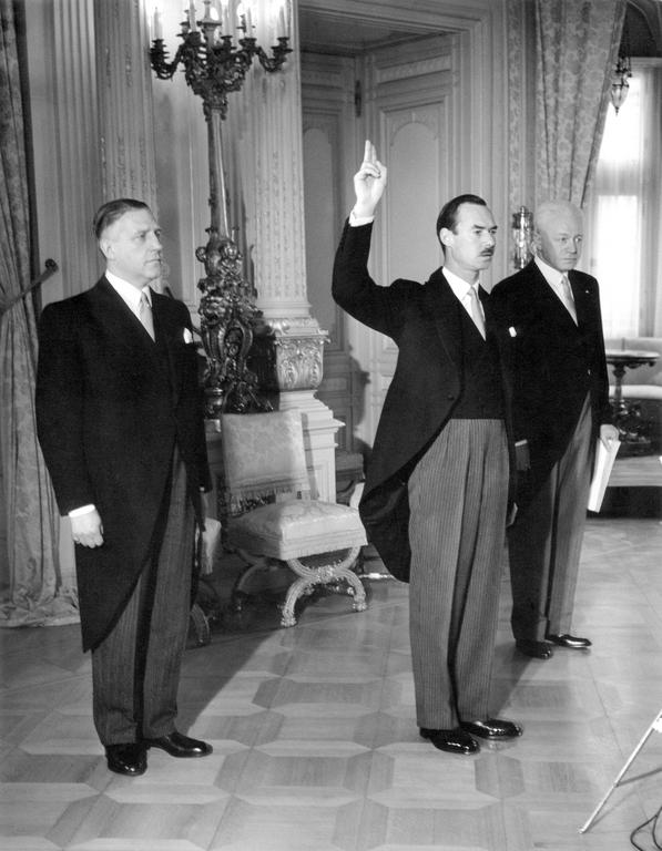 Hereditary Grand Duke Jean takes the oath as Lieutenant Representative (Luxembourg, 4 May 1961)