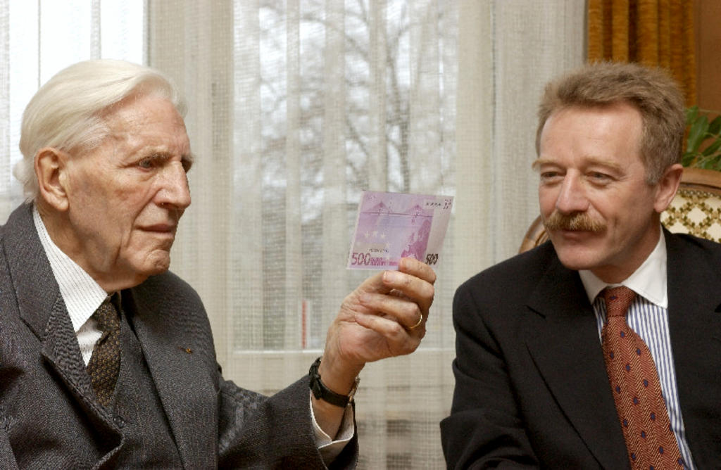 Pierre Werner and Yves Mersch (Luxembourg, 4 December 2001)