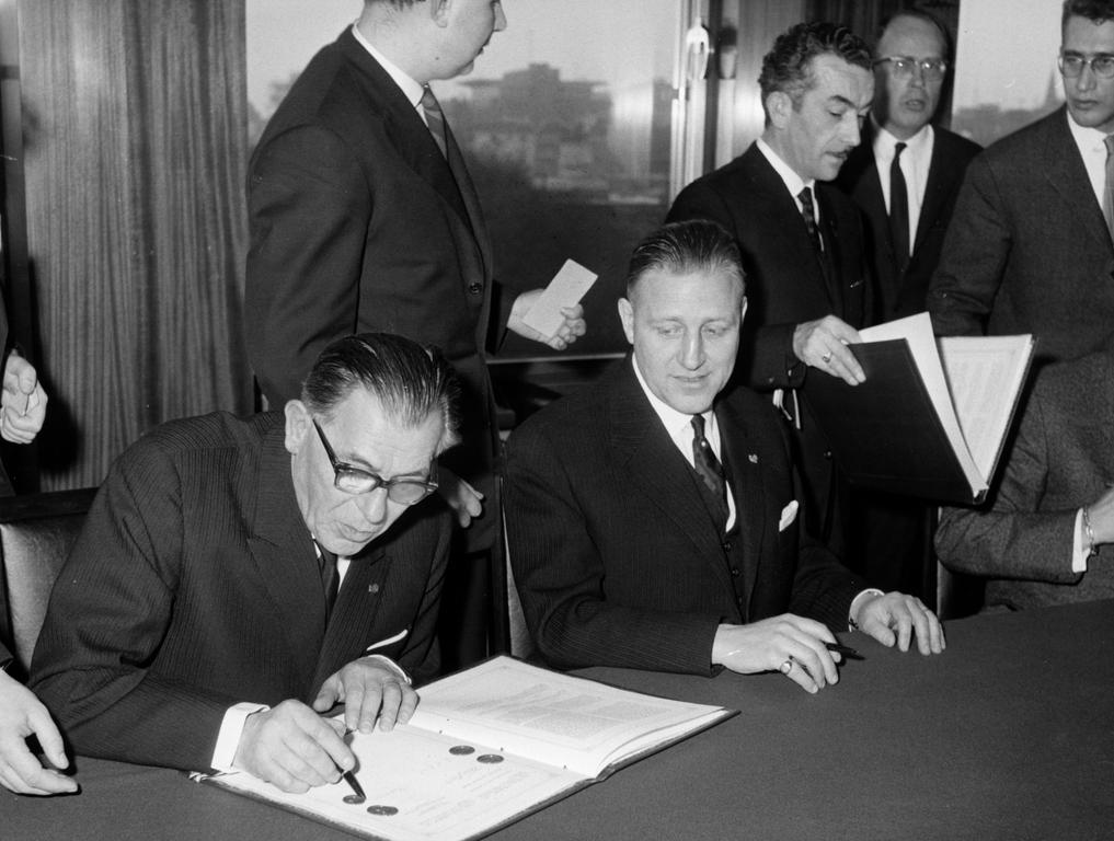 Pierre Werner and Eugène Schaus at the signing of the protocol revising the BLEU Convention (Brussels, 29 January 1963)
