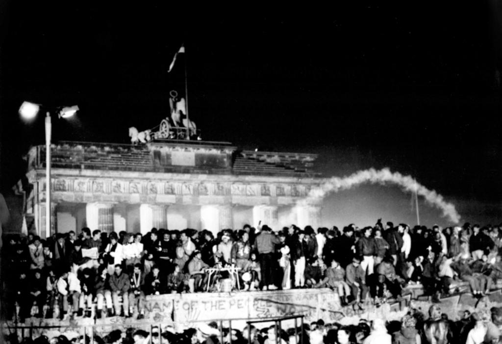 New Year celebrations at the Brandenburg Gate (Berlin, 1 January 1990)
