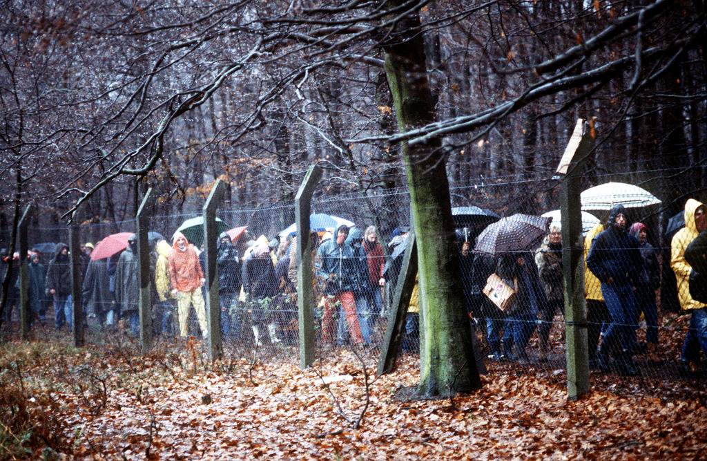 Demonstrations around the Rhein-Main US Air Base against the installation of Pershing II missiles in Europe (Frankfurt, 12 December 1982)