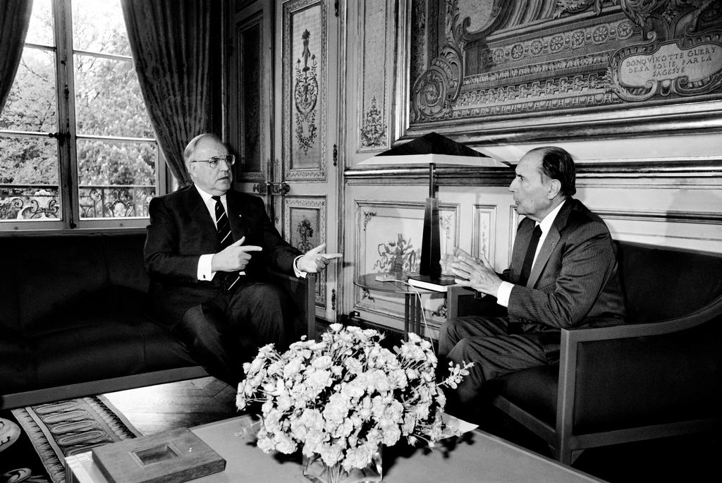 Fifty-fifth Franco-German summit in Paris: Helmut Kohl and François Mitterrand (26 April 1990)