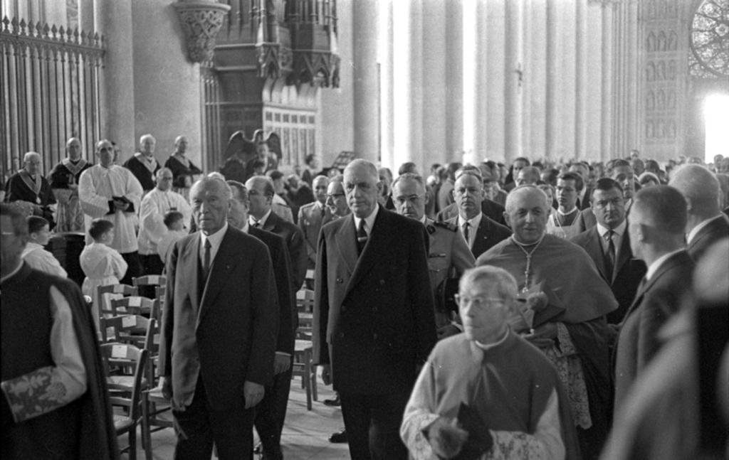 Mass at Reims Cathedral attended by General de Gaulle and Chancellor Konrad Adenauer (8 July 1962)