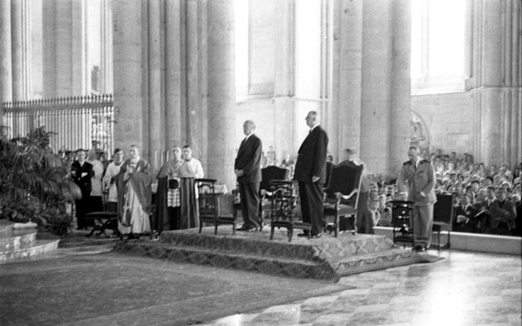 Mass for peace: Konrad Adenauer and Charles de Gaulle at Reims Cathedral (8 July 1962)