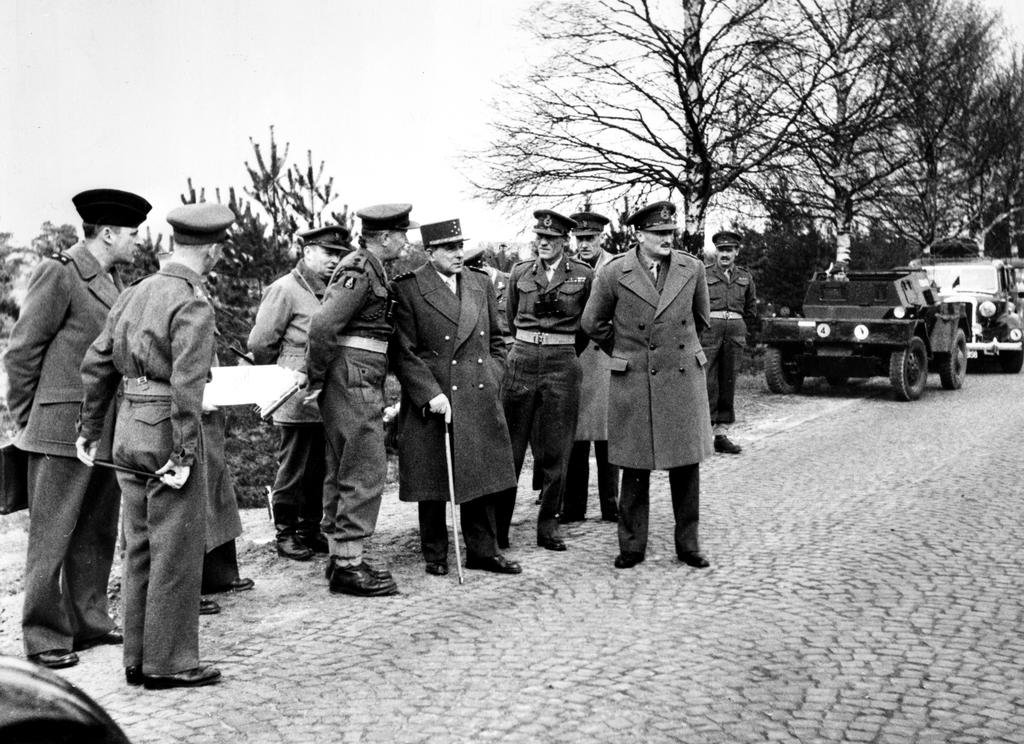 Senior British and French Army officers during a NATO exercise in West Germany (1950)