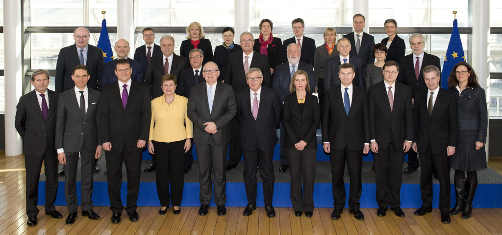 Official group photo of the Juncker Commission (4 March 2015)