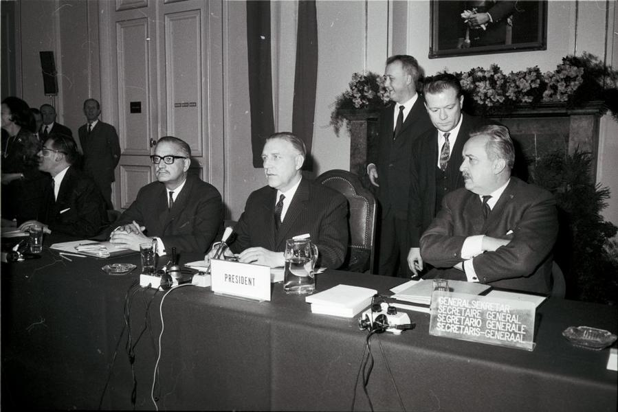 Pierre Werner chairs the Luxembourg Extraordinary Council (17 and 18 January 1966)